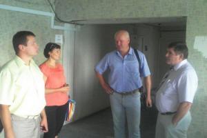 Мэр Северодонецка следит за ремонтом общежития